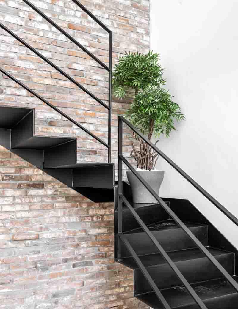 צמח בונסאי 2 פיצולים לעיצוב המשרד | גרדן מרקט - צמחיה מלאכותית איכותית